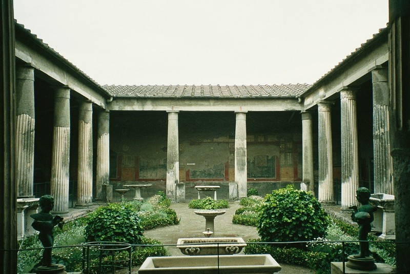 Pompeii, House of the Vettii, Peristyle