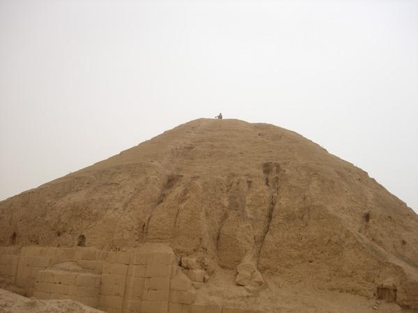 elefantes y escaleras - Página 2 Nimrud_ziggurat_04_suzanne_bott