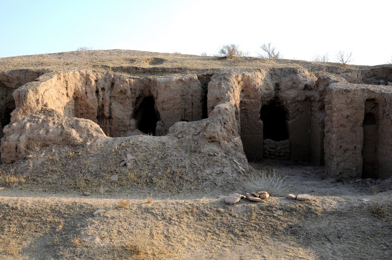 Kara Tepe, West, Caves