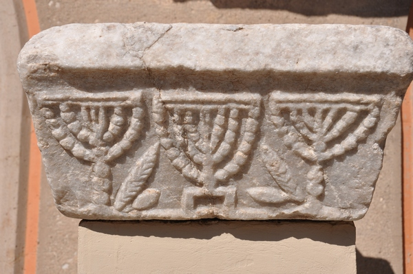 Corinth, Menorahs