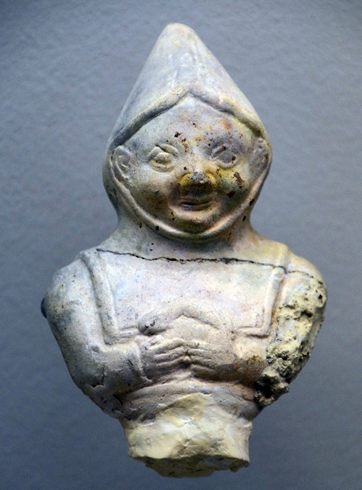 Reims, Figurine of a boy wearing a cucullus
