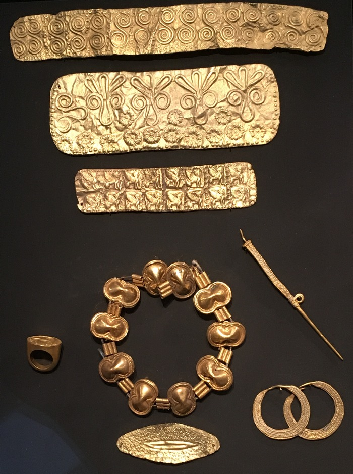 Enkomi, Various objects made of gold
