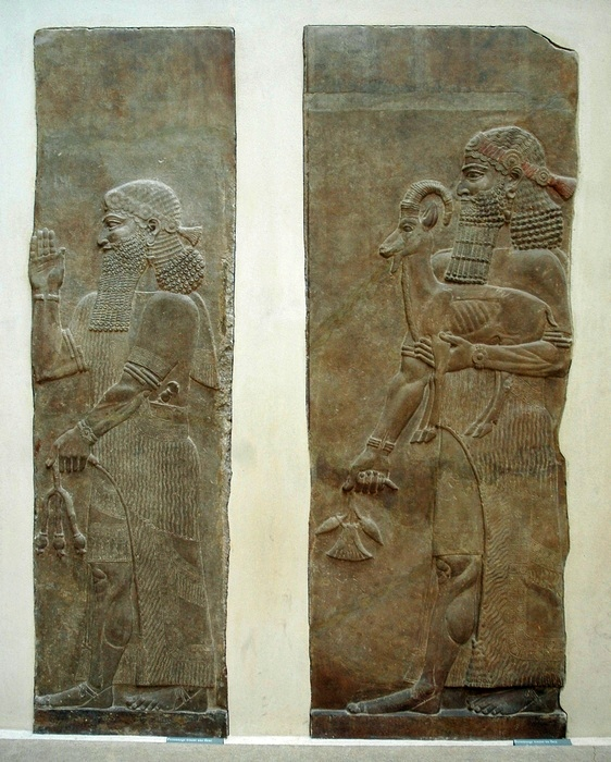 Khorsabad, Relief of two courtiers