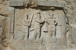 Taq-e Bostan, investiture relief of Shapur II
