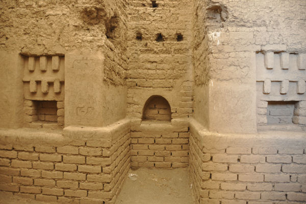 Tepe Nush-e Jan, fire temple (2)