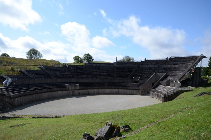 Andesina, Amphitheater, Arena