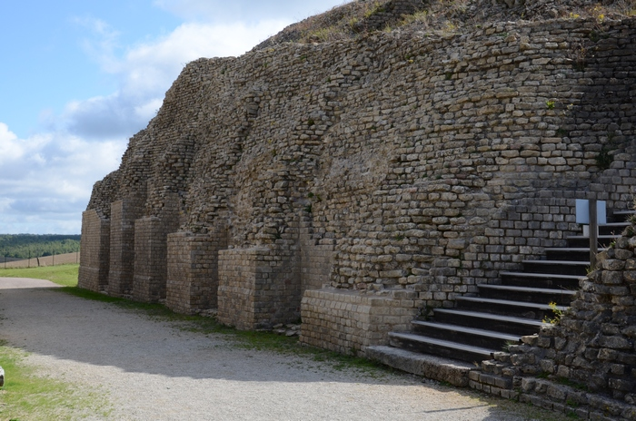 Andesina, Amphitheater, Outside, Wall