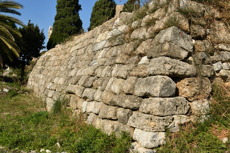 Byblos, L-shaped temple, Wall