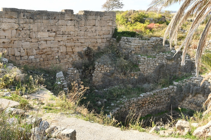 Byblos, Well and oval enclosure