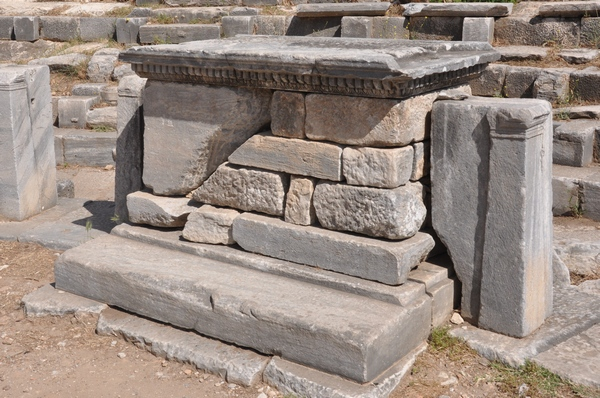 Priene, Theater, Altar