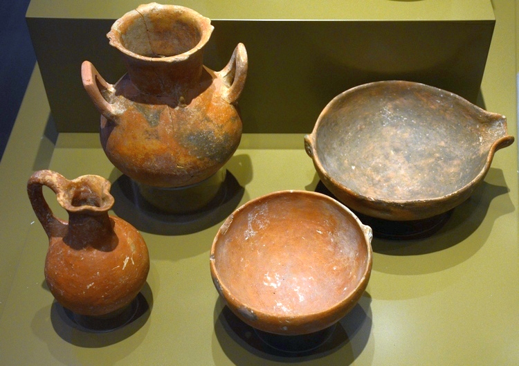 Nicosia, Red-polished Pottery (Early/Middle Bronze Age)