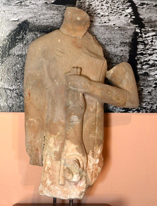 Kouklia, Marchellos, Archaic statue of a man with a lion