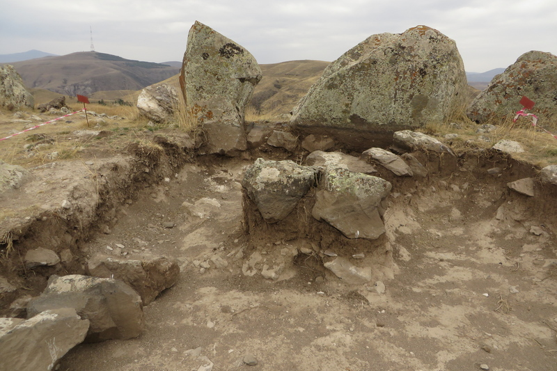Karahunj, Southern line of stones, Foundation