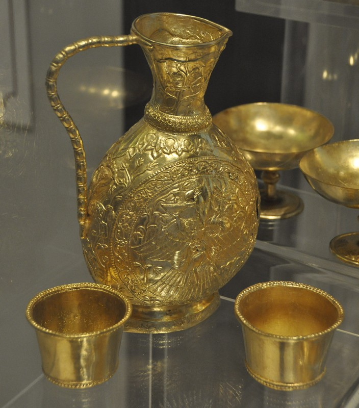 Sânnicolau Mare, Nagyszentmiklós treasure, Gold jar with two cups (copies)