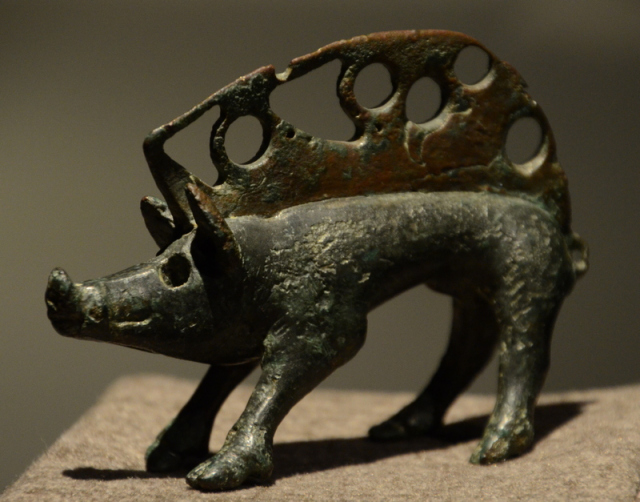 Luna, Statuette of a boar
