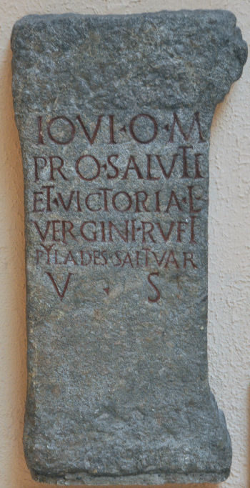 Dedication by Pylades to Jupiter for the victory of Verginius Rufus