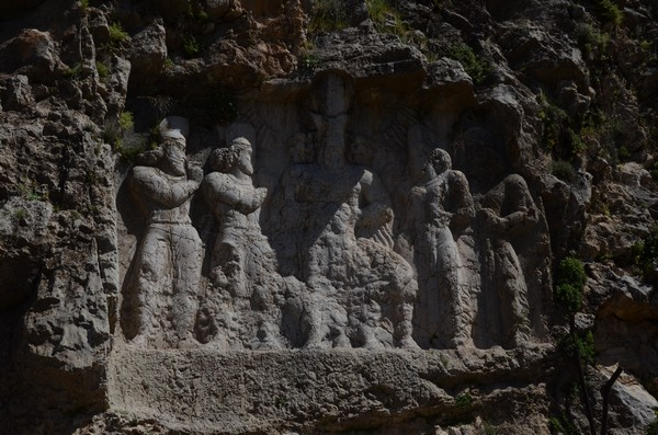Sarab-e Bahram, Rock relief (dark)